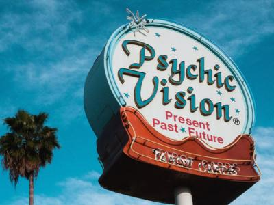 Picture of sign that reads Psychic Readings